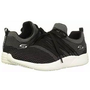 Sketchers tennis shoes 5.5